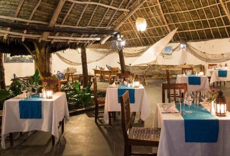 Vonkajšia reštaurácia v hoteli Doubletree by Hilton Resort Nungwi
