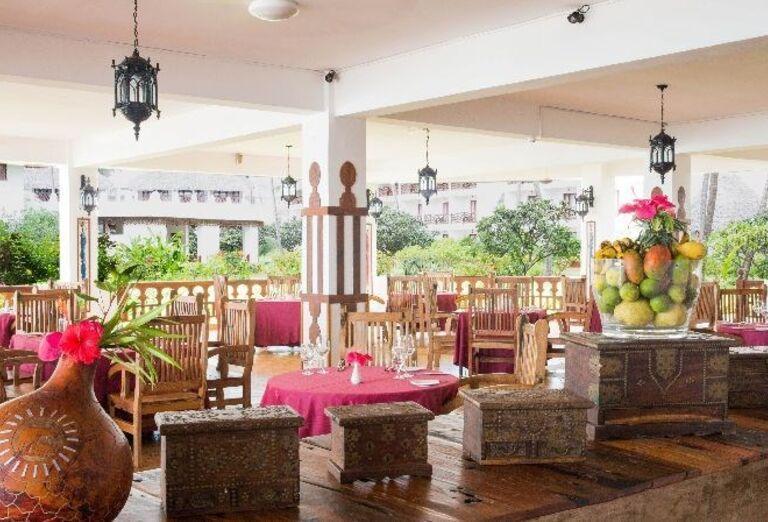 Posedenie na terase v hoteli Doubletree by Hilton Resort Nungwi