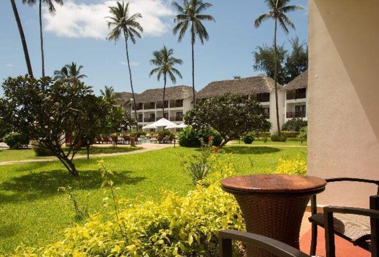 Výhľad do záhrady hotela Doubletree by Hilton Resort Nungwi