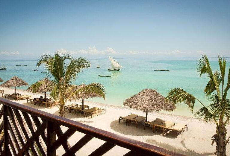 Výhľad na pláž pred hotelom Doubletree by Hilton Resort Nungwi
