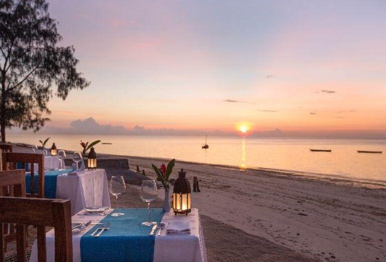 Posedenie na pláži s výhľadom na more v hoteli Doubletree by Hilton Resort Nungwi