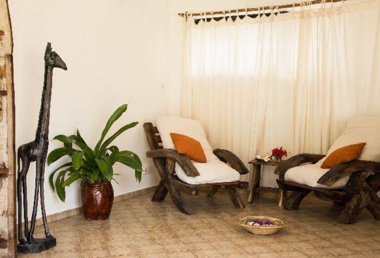 Posedenie v hoteli Doubletree by Hilton Resort Nungwi