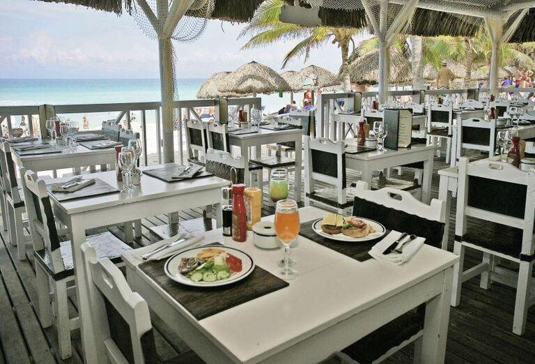 Posedenie pri obede s výhľadom na more v hoteli Meliá Varadero
