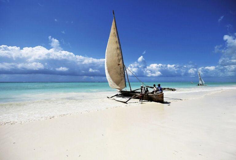 Hotel Diamonds Mapenzi Beach - plachetnica na pláži