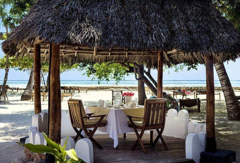 Hotel Diamonds Mapenzi Beach - Posedenie v altánku