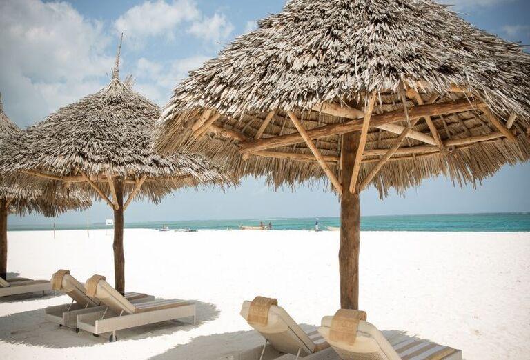 Oddych na pláži pri hoteli Gold Zanzibar Beach House & Spa