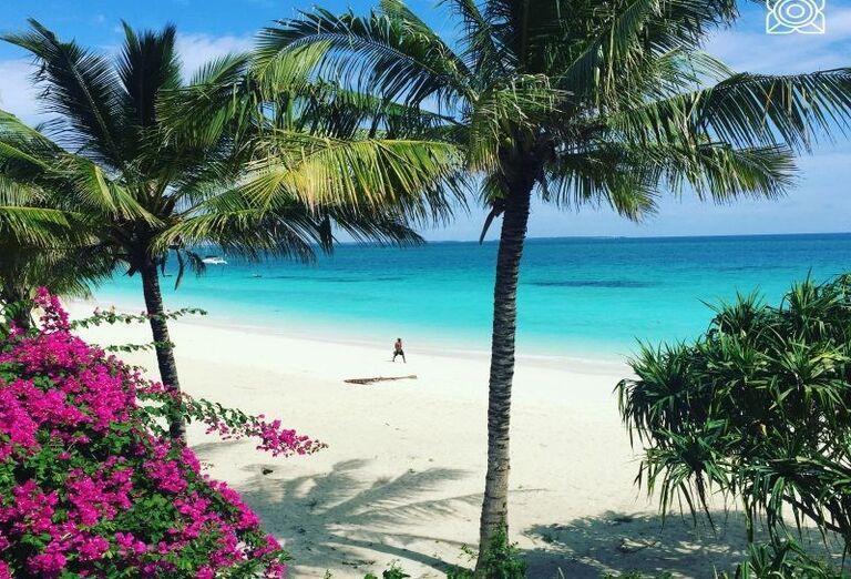 Piesková pláž pred hotelom Zuri Zanzibar Hotel & Resort
