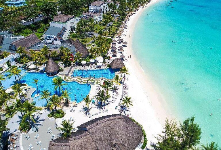 Pláž pred hotelom Ambre - A Sun Resort Mauritius