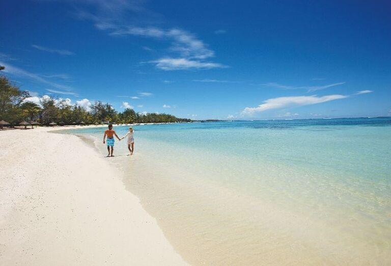 Piesková pláž pred hotelom Ambre - A Sun Resort Mauritius