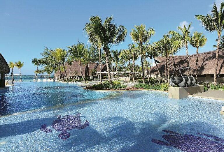 Bazén v areáli hotela Ambre - A Sun Resort Mauritius