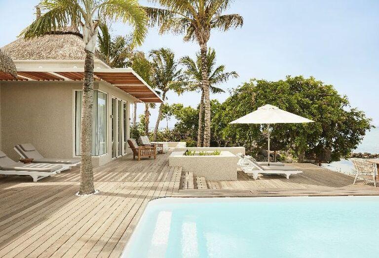 Izba s prístupom do bazéna v hoteli LUX* Grand Gaube