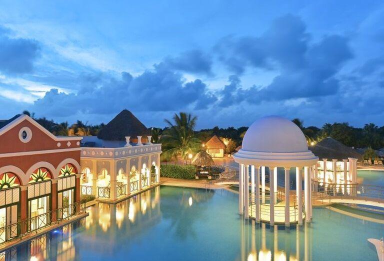 Večerný pohľad na bazén v hoteli Iberostar Varadero