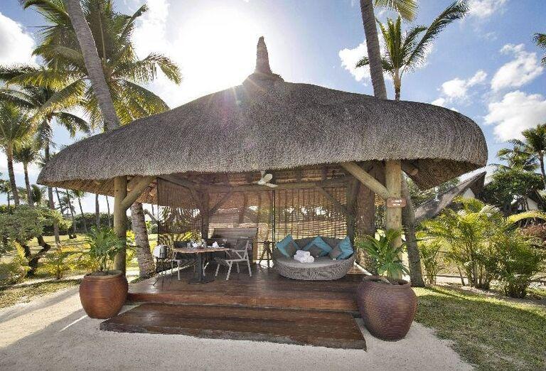 Menšie vonkajšie posedenie v hoteli La Pirogue - A Sun Resort Mauritius