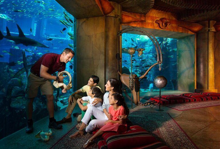 Pohľad na akvárium v hoteli Atlantis, The Palm