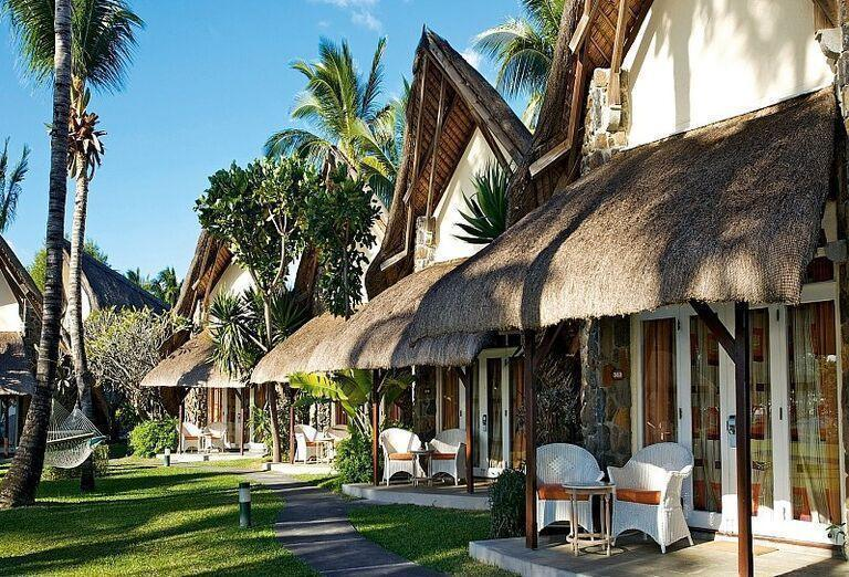 Terasy do ubytovacích jednotiek hotela La Pirogue - A Sun Resort Mauritius