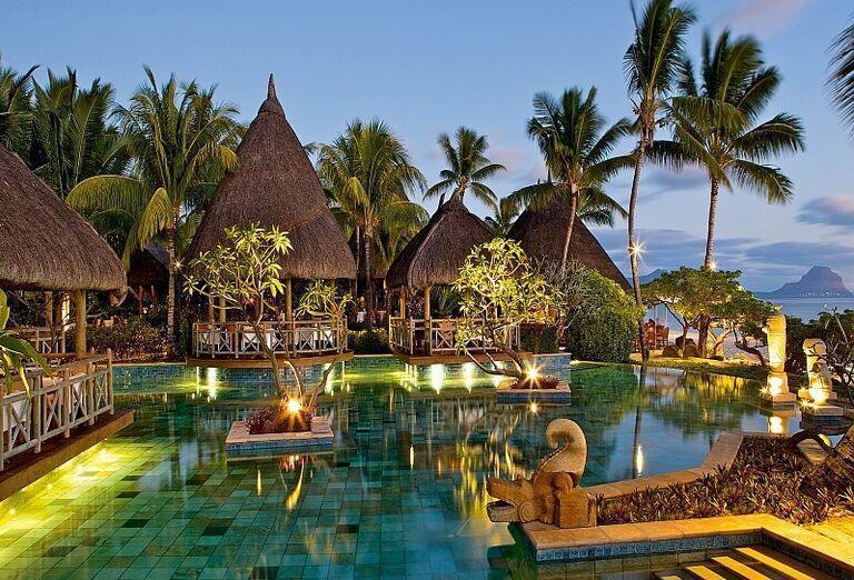 Zaujímavý bazén v hoteli La Pirogue - A Sun Resort Mauritius