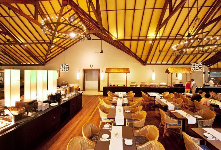 Švédske stoly v hoteli Adaaran Select Meedhupparu
