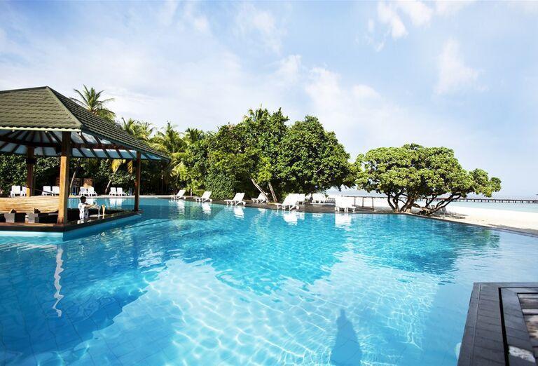 Bazén v hoteli Adaaran Select Meedhupparu