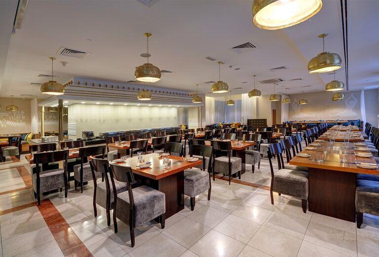 Stoly v reštaurácií v Hoteli City Max Bur Dubai.