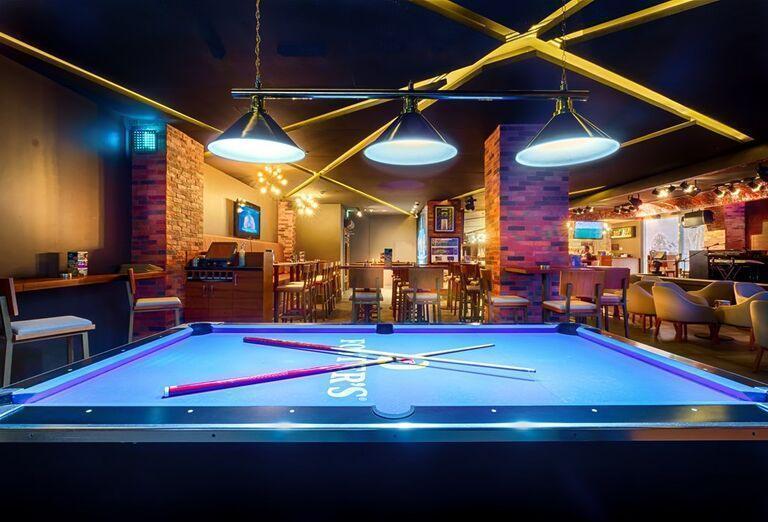 Biliard v podniku v Hoteli City Max Bur Dubai.