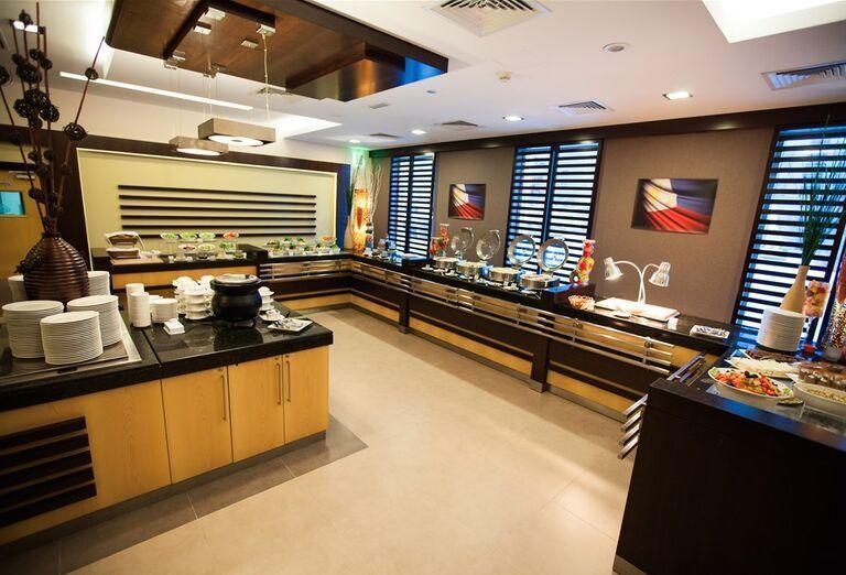 Ponuka jedál v hoteli City Max Al Barsha at the Mall
