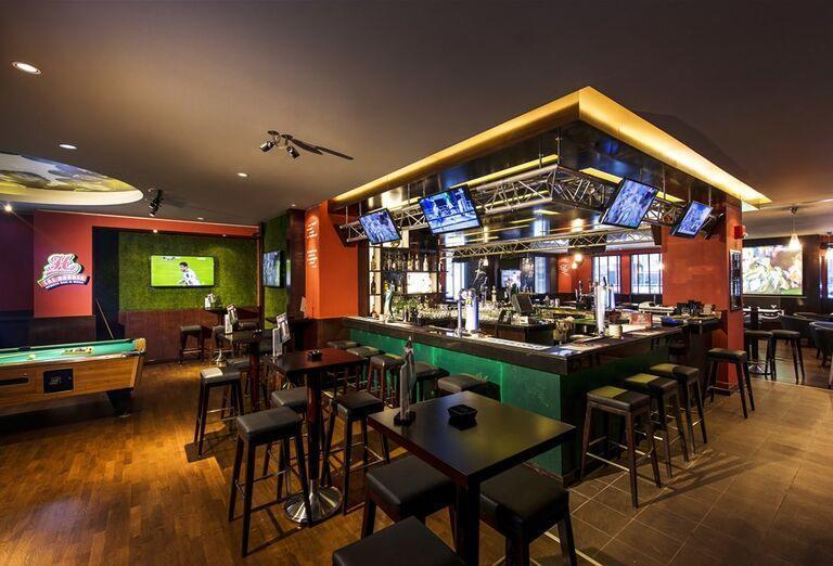 Bar v hoteli City Max Al Barsha at the Mall