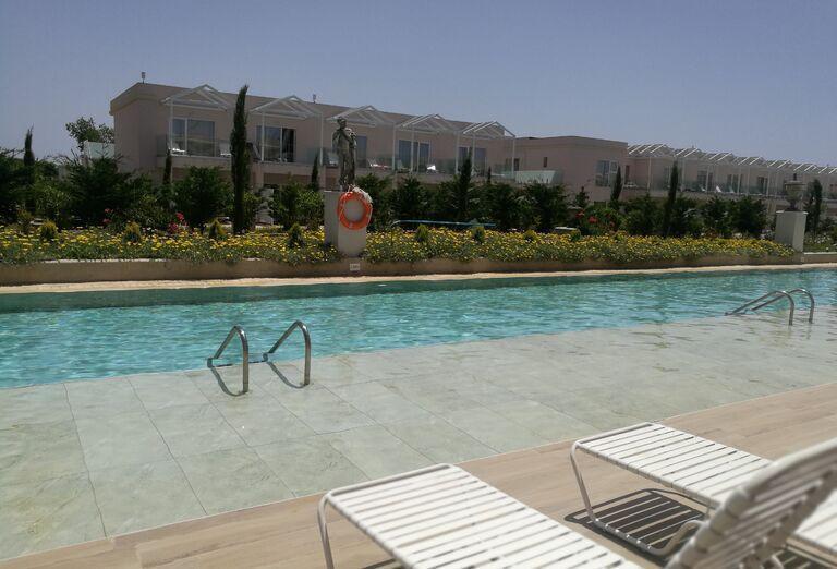 Bazén a hotel Kairaba Sandy Villas
