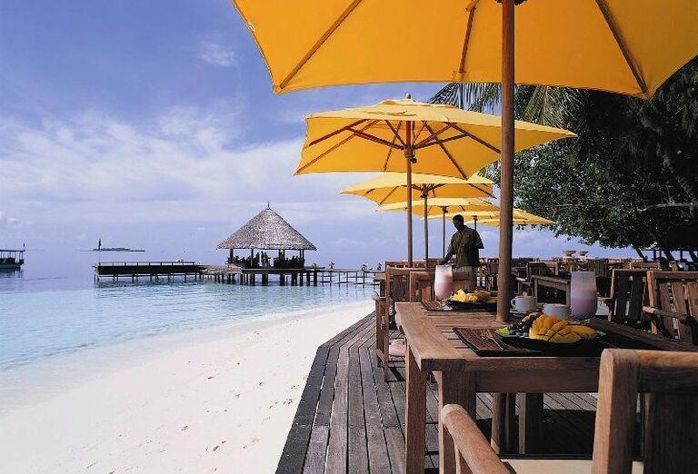 Rešturácia priamo na pláži v hotelovom rezorte Angsana Ihuru