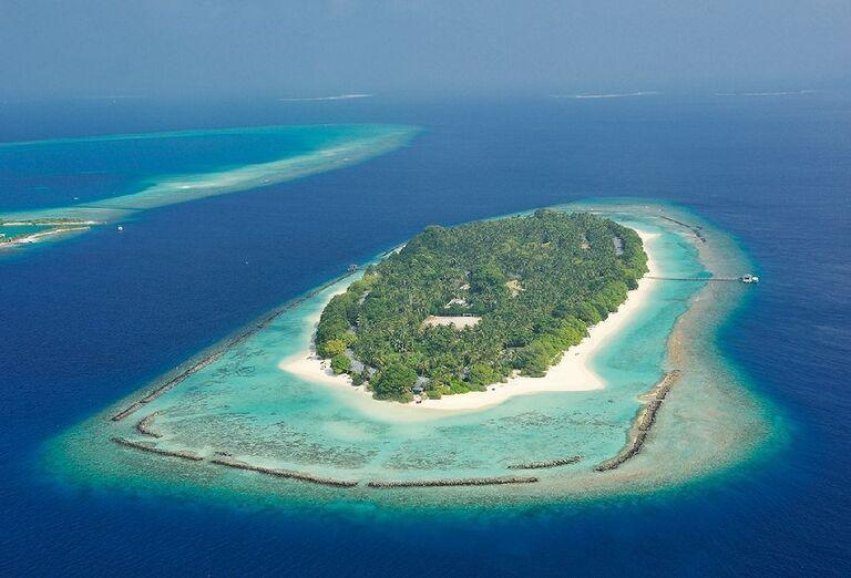 Pohľad na ostrov s rezortom Royal Island Resort & Spa