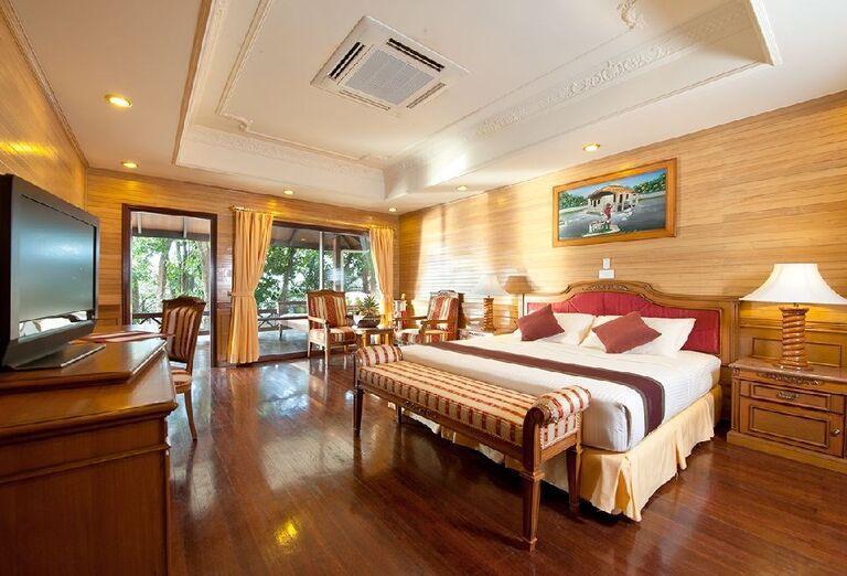 Izba s výhľadom do záhrady rezortu Royal Island Resort & Spa