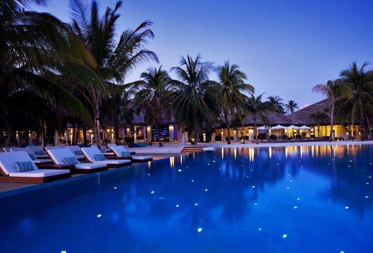 Hotelový Resort Velassaru Maldives - hotelový bazén
