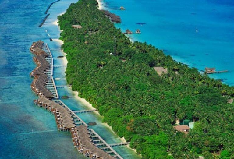 Pohľad na ostrov s rezortom Kuramathi Island