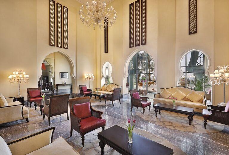 Hotel Ajman Saray - pohovky