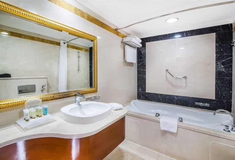 Kúpeľňa, Hotel Holiday Inn Bur Dubai - Embassy District