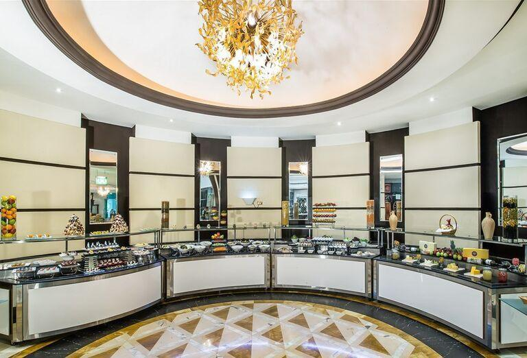 Pulty s jedlom, Hotel Holiday Inn Bur Dubai - Embassy District