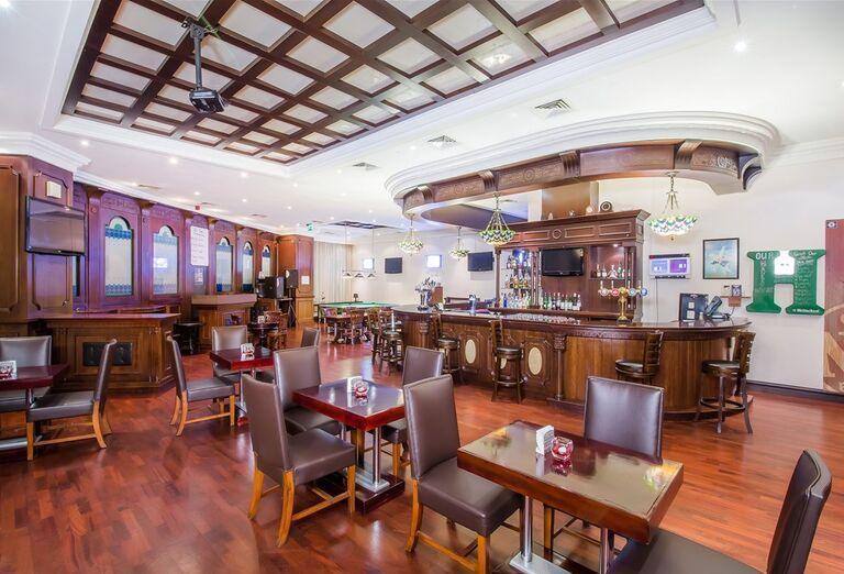 Stolovanie v reštaurácii, Hotel Holiday Inn Bur Dubai - Embassy District