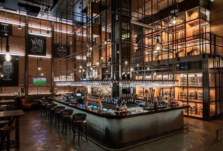 Bar v hoteli Saadiyat Rotana Resort & Villas Abu Dhabi