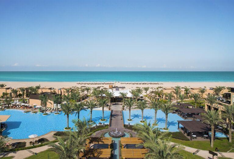 Pohlaď na areál v hoteli Saadiyat Rotana Resort & Villas Abu Dhabi