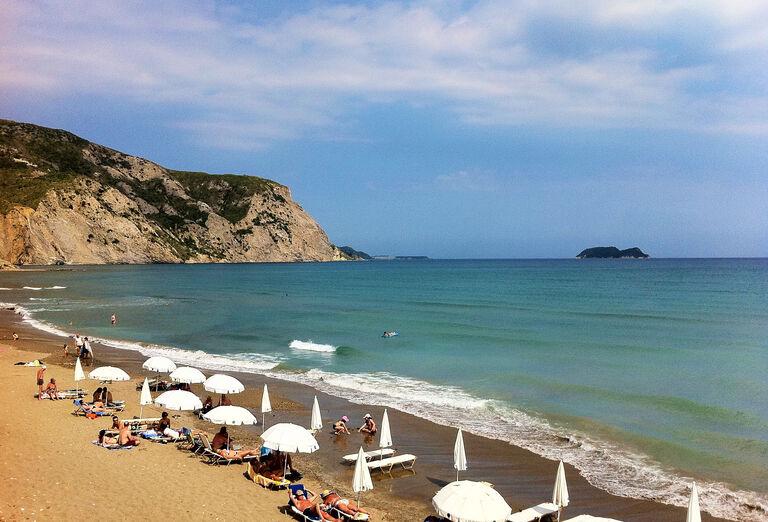 Pláž pri hoteli Golden Sun