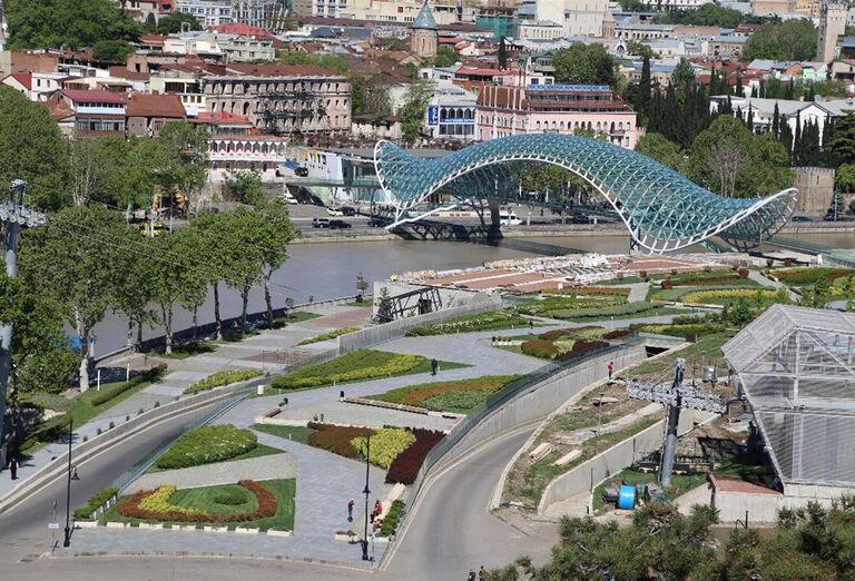 Gruzínsko - most v meste