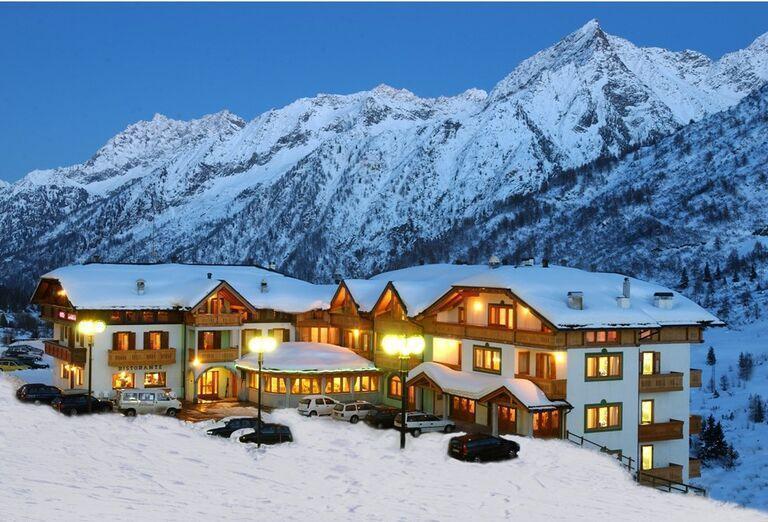 Zasnežený hotel