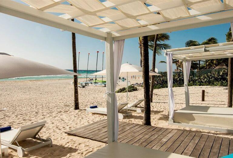 Hotel Iberostar Tucan - Piesočnatá  pláž  a lehátka