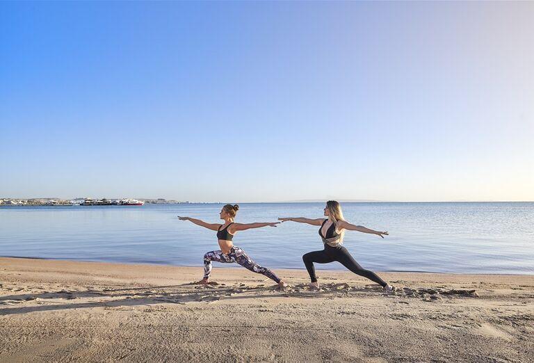 Hotel Steigenberger Pure Lifestyle - cvičenie na pláži