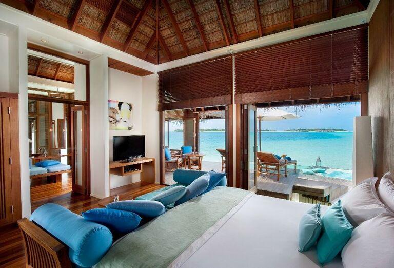 Izba s výhľadom na more v hoteli Conrad Maldives Rangali Island