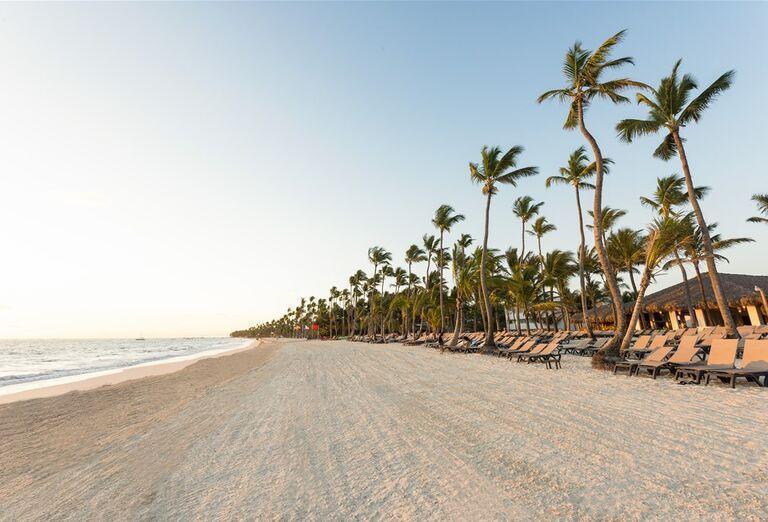 Hotel Occidental Punta Cana -  pláž a palmy