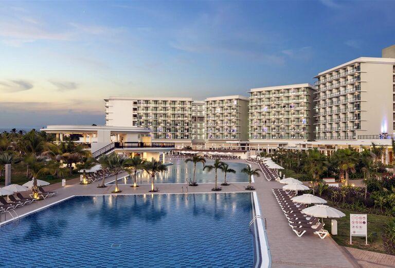 Hotel Melia Internacional - lehátka pri bazéne