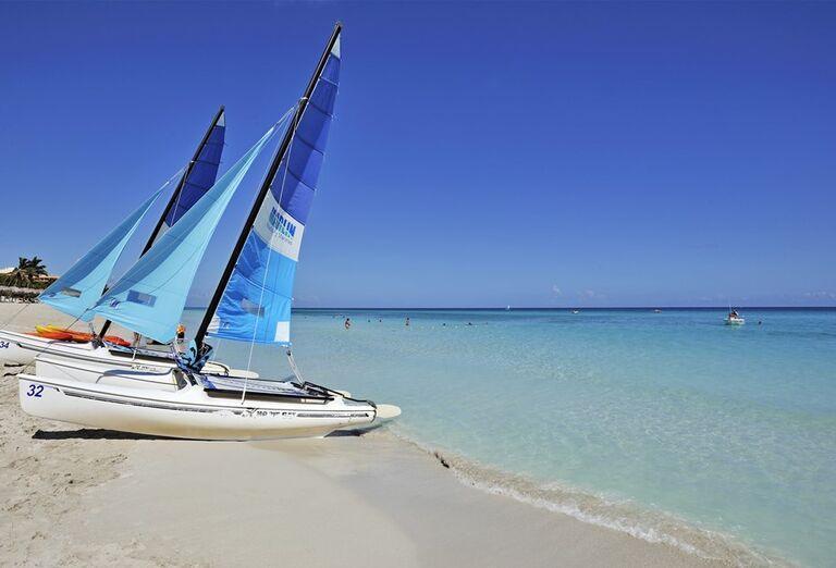 Hotel Sol Palmeras- pláž s plachetnicou