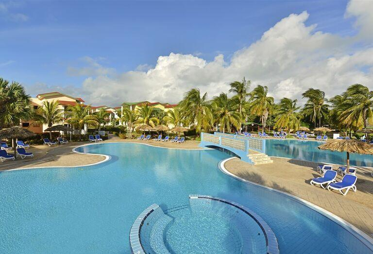 Hotel Iberostar Tainos - Bazény v areáli hotela