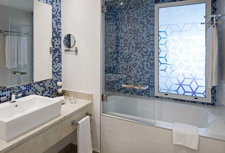 Hotel Iberostar Selection Bella Vista Varadero- ubytovanie a kúpeľňa