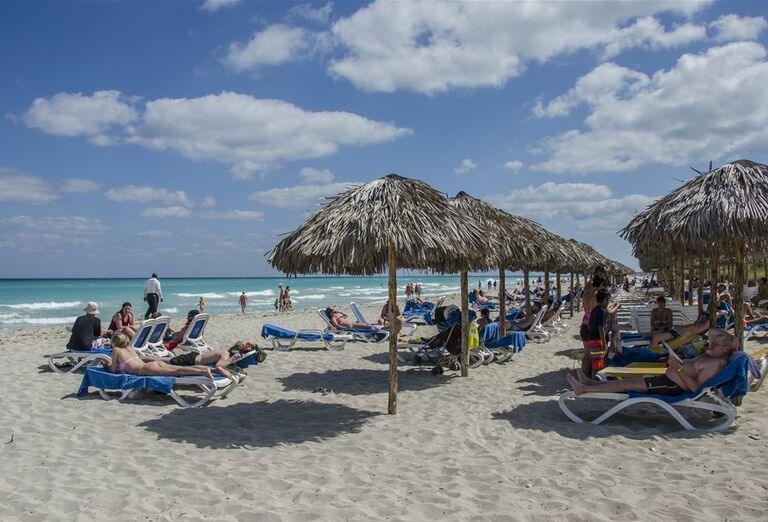 Hotel Roc Arenas Doradas - lehátko na plíži